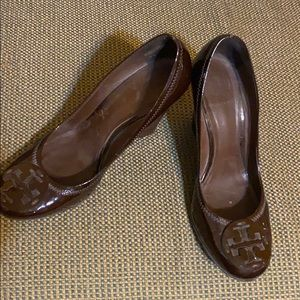 Tory Burch brown patent leather wedges EUC sz 9.5